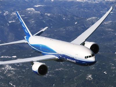 Pesawat terbang laporan awal menyatakan jatuhnya pesawat jet di sungai