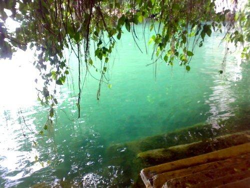 airnya hijau jernih